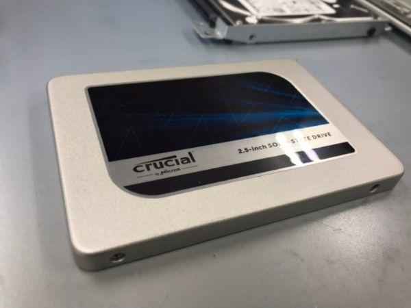crucial製SSD