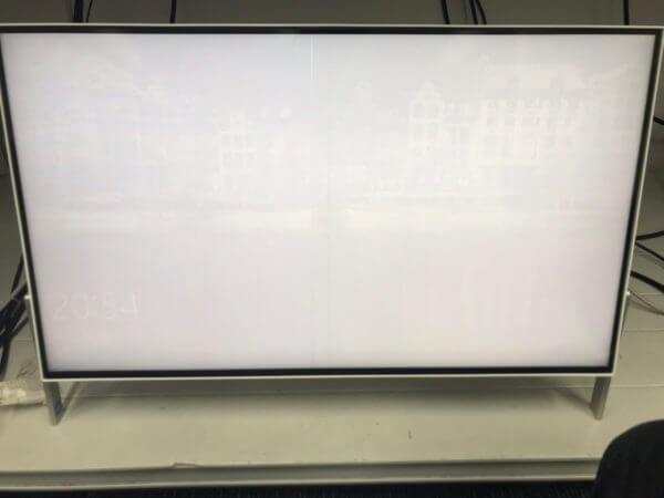 FMVF52E1W画面割れ画像