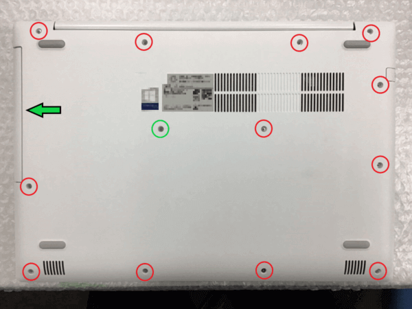 PC背面ネジ位置