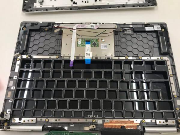 DELLノートパソコン Inspiron 7370のキーボードが反応しないトラブルの修理