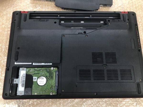 富士通ノートパソコン FMVA0700Fの動作が遅いトラブルの改善作業