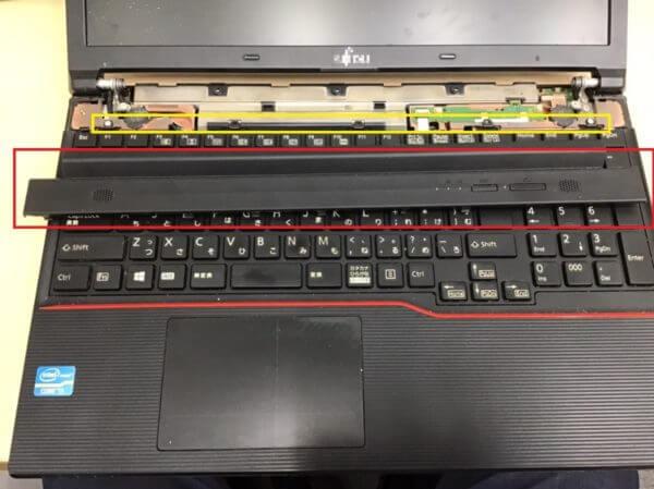 前面のキーボードを外す際に気を付けるところ①