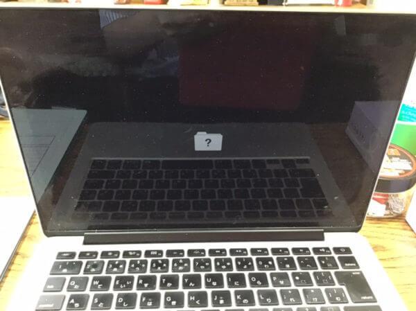 """Macのパソコンを起動したらファイルアイコンに""""?(はてな)""""マークの画面が表示されるときの解決方法!"""
