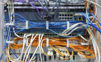 PCの配線をすっきり整理&収納!パソコンの配線をまとめるアイデア