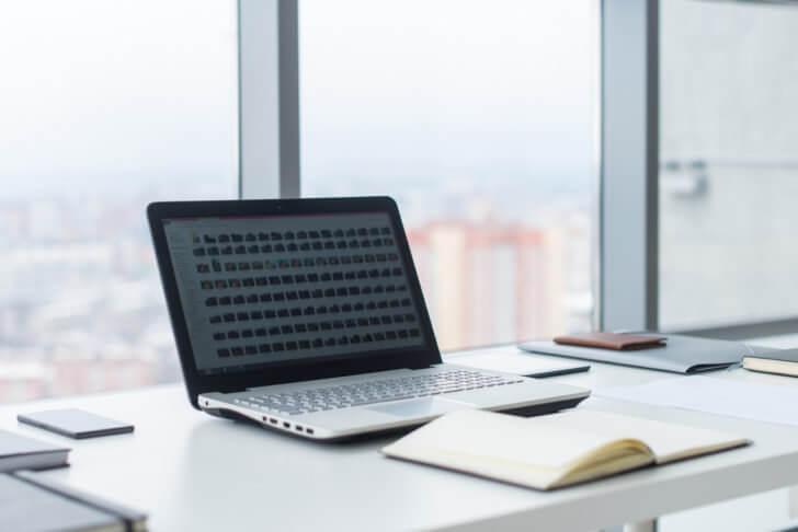 企業で使用されるノートパソコン