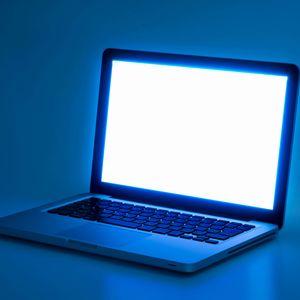 PCやスマホから出るブルーライト
