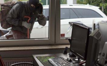 デスクトップパソコンやノートPC、個人情報を守ろう!PCの盗難防止方法