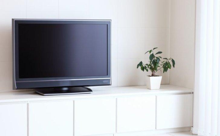 テレビの液晶画面や端子部、ケーブルなど、テレビの掃除方法