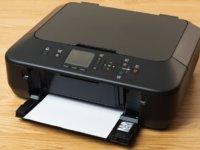 用紙詰まりや異音など、よくあるプリンターエラーの原因と解決方法