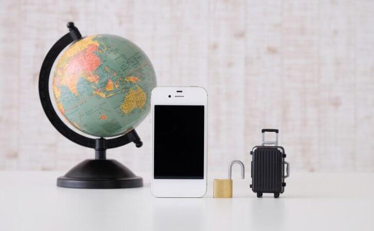 海外でスマホは使える?Wi-Fiは?海外旅行でスマホを使う方法と注意点