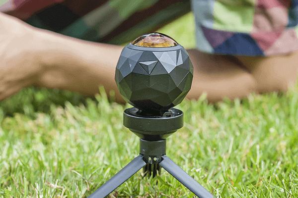 半天球カメラとは