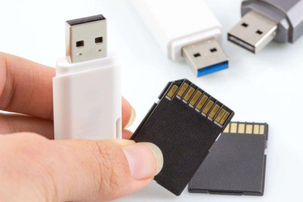 USBメモリとSDカード
