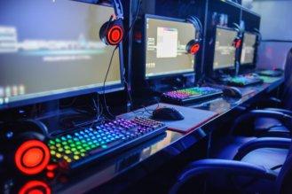 7色に光るゲーミングキーボード