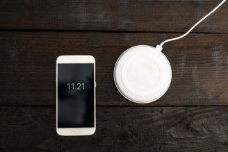 iPhone8にも実装されたワイヤレス充電「Qi(チー)」って?