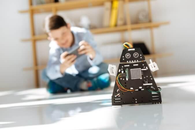 教育現場にも広がりを見せるロボット技術。ICT教育における活用方法は?