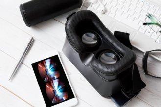 VRゴーグルとは?VRゴーグルの仕組みや種類、使用上の注意について