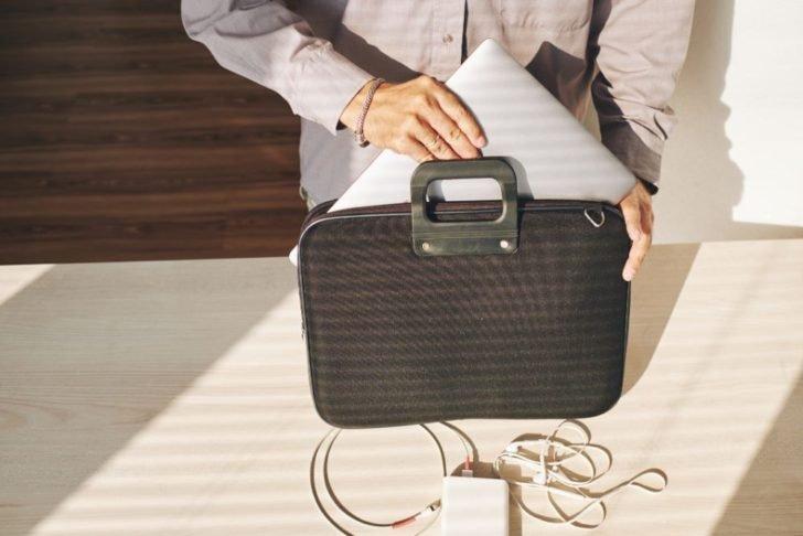 ノートパソコン用のカバン