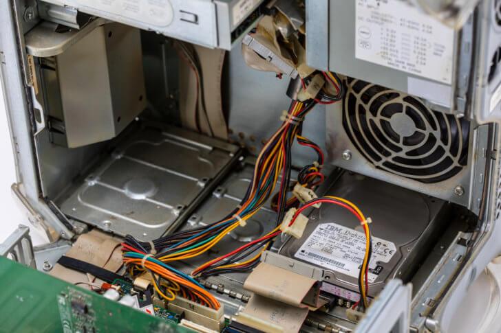 パソコン内部の部品交換・修理は専門家にお任せ