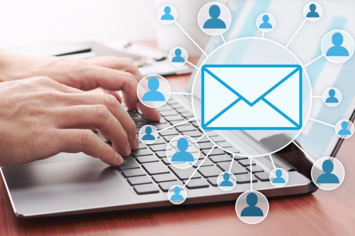 ノートパソコンとメール