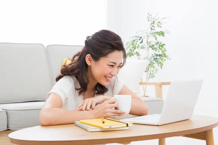 パソコンのトラブルを解決できた女性