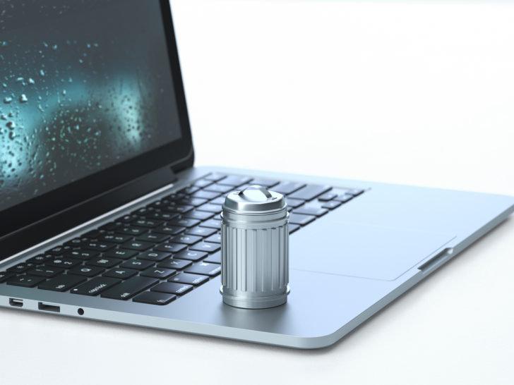 パソコンとゴミ箱