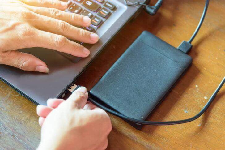 落としたノートパソコンが正常に起動したら必ずバックアップをとろう